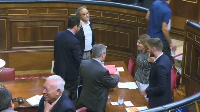 Antonio Hernando se sienta en el escaño de Pedro Sánchez